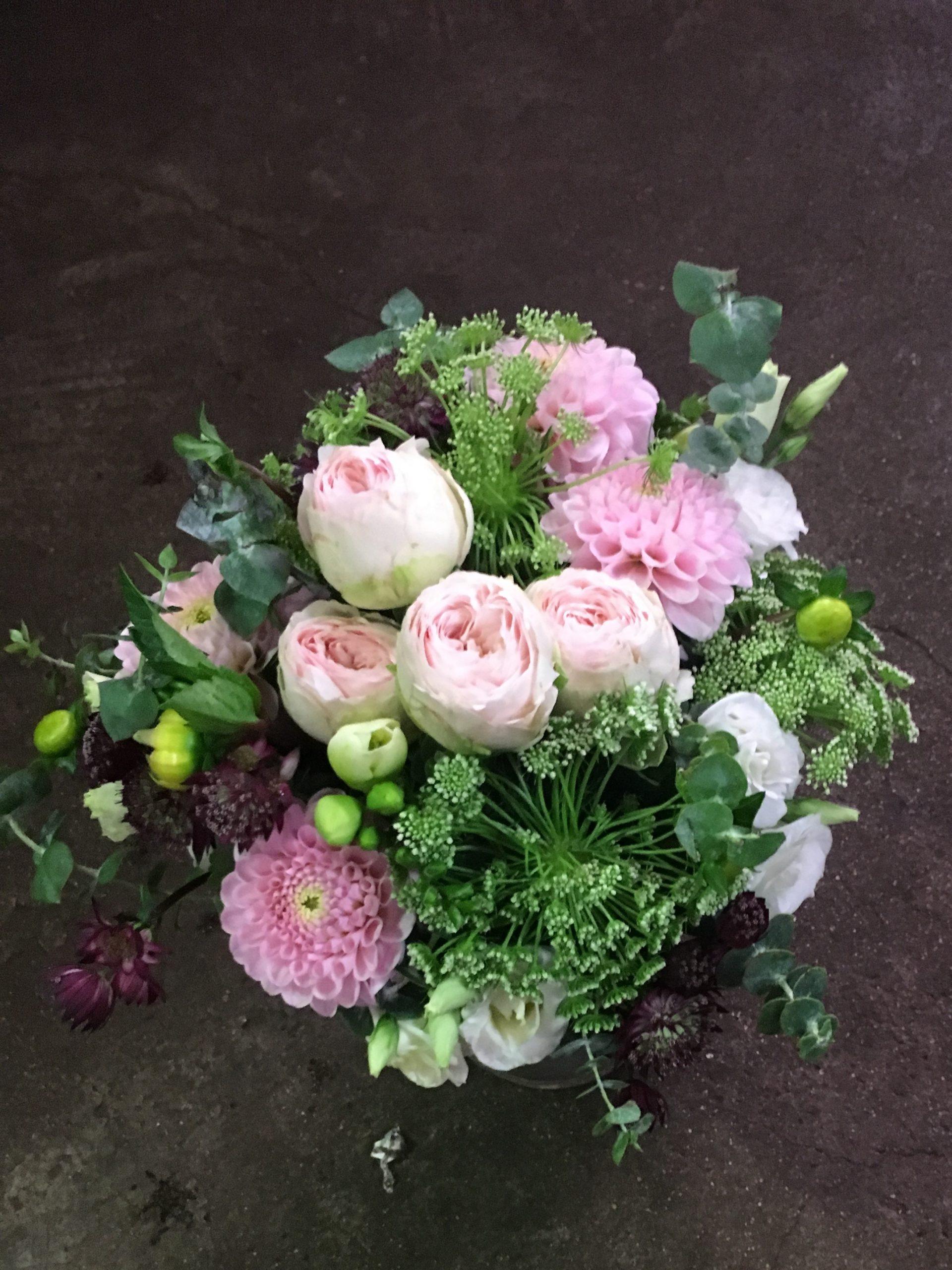 composition florale rose et blanche